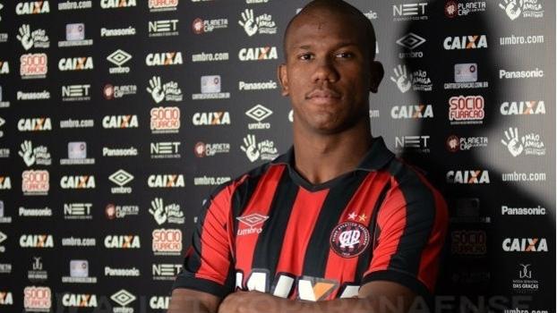 Atacante Ribamar foi oficializado pelo Atlético-PR