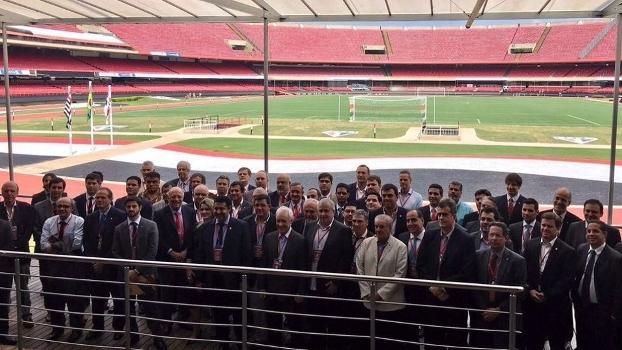 Os representantes dos clubes posam para foto oficial no Morumbi