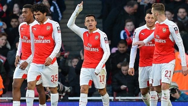 4ac7aca5a4 Alexis Sánchez comemora seu gol na vitória do Arsenal sobre o Burnley