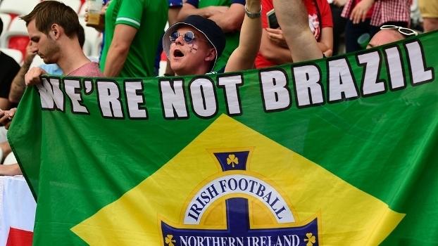 Torcedores da Irlanda do Norte provocam a seleção brasileira
