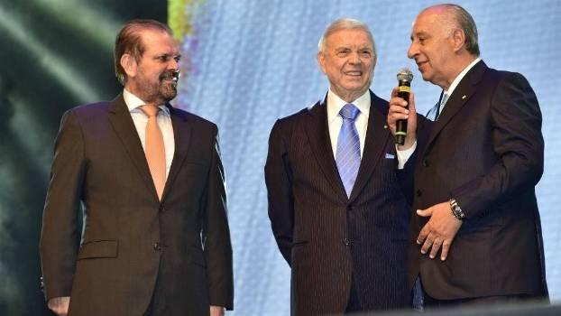 Del Nero, Reinaldo e Marin no palco da festa de premiação do Paulista 2015