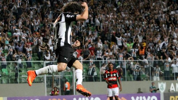 Luan comemora um de seus dois gols sobre o Flamengo no Horto