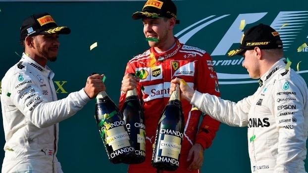 Lewis Hamilton, Sebastian Vettel e Valtteri Bottas brindam no pódio em Melbourne