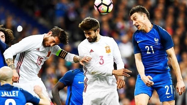 Sergio Ramos Pique Espanha Koscielny França Amistoso 28 03 2017 beaf9214d7a1b