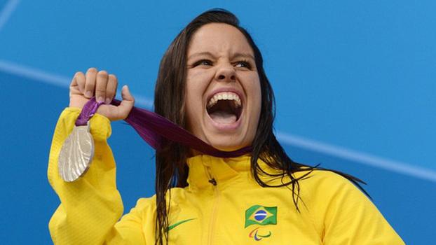 60a9047bf Edênia Garcia é tricampeã mundial de natação e tem três medalhas  paralímpicas