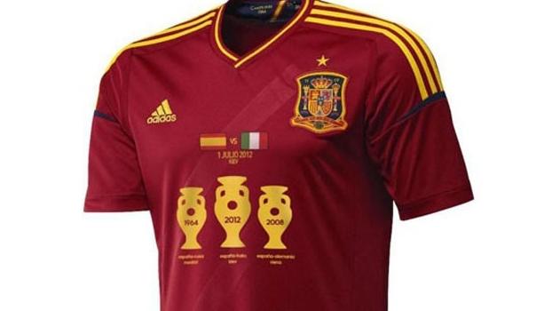 93410cbbaf Espanha lança camisa comemorativa com taças da Euro