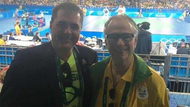 Carlos Fernandes (esq), presidente da Confederação Brasileira de Taekwondo, ao lado de Carlos Arthur Nuzman