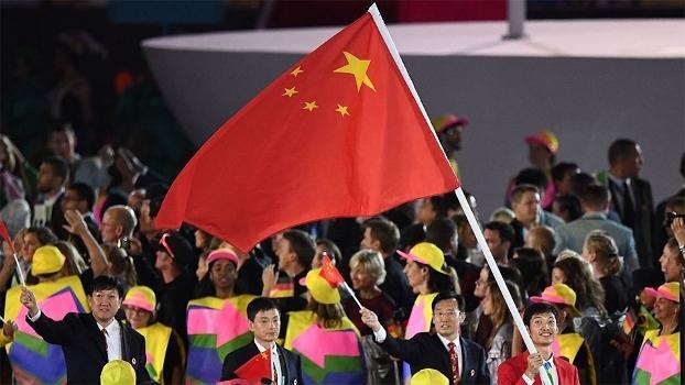Bandeira com estrelas mal alinhadas ofende a China