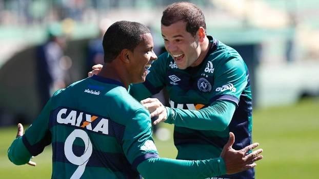 Bruno Rangel comemora seu gol contra o Fluminense