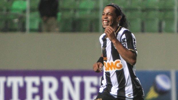 768677dd76 Ronaldinho marcou duas vezes de falta