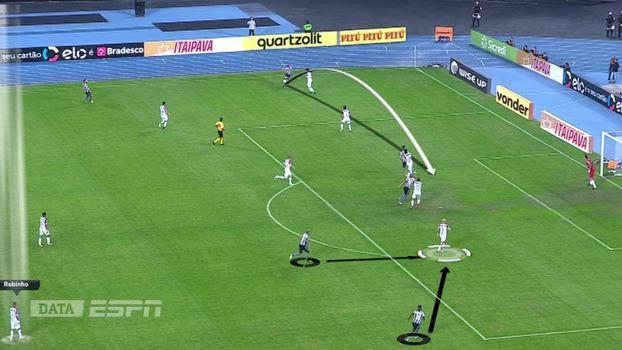 849958e022 Robinho (no canto inferior esquerdo) vê Bruno Silva e Emerson chegando para  atacar a