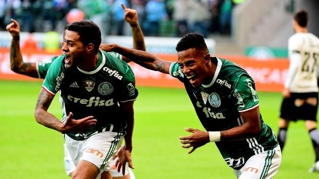 32c153156e Cleiton Xavier comemora com Tchê Tchê o gol da vitória palmeirense sobre o  Corinthians