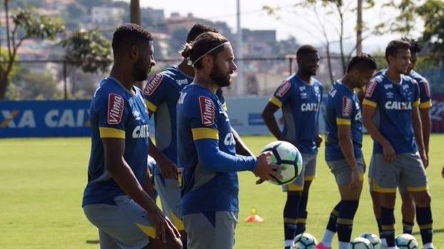 Cruzeiro volta aos treinamentos em alto astral e com boas notícias em campo