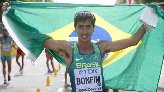 Caio Bonfim conquista medalha inédita na marcha atlética