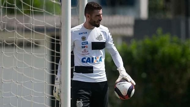 Vanderlei durante treino do Santos