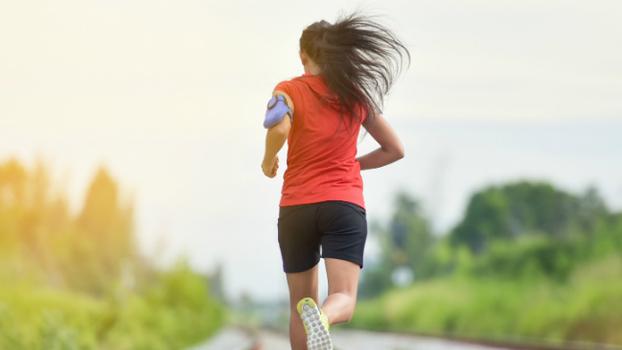 6ff69491ec1 Correr longas distâncias faz parte da rotina de treino de qualquer corredor  – amador ou não. Não só porque ajuda a desenvolver a musculatura e a  resistência ...