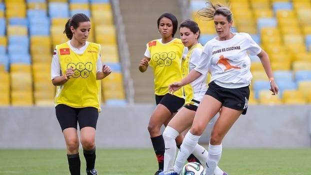Gabriela Moreira Maracanã Grama na calcinha 7eb8004e9600d