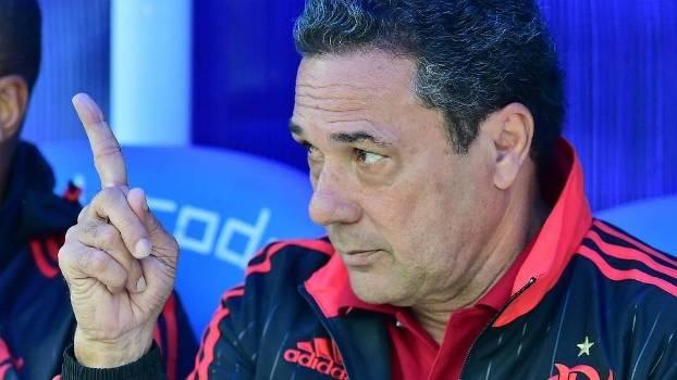 Reuni�o decidir� se Luxemburgo ser� demitido do Flamengo