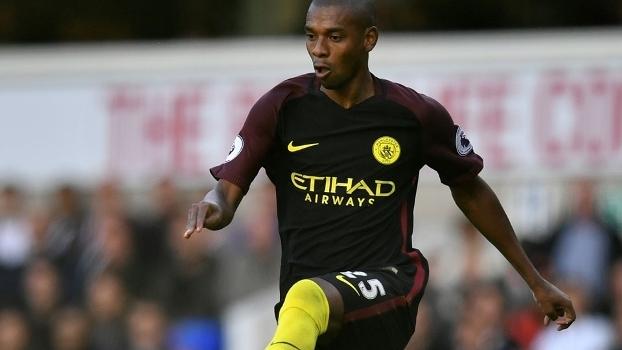 Volante Fernandinho é titular indiscutível do Manchester City com Guardiola 5601d4ec7ebdc