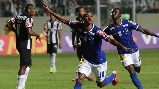 Marquinhos fez o terceiro gol do Cruzeiro na vitória sobre o Atlético-MG