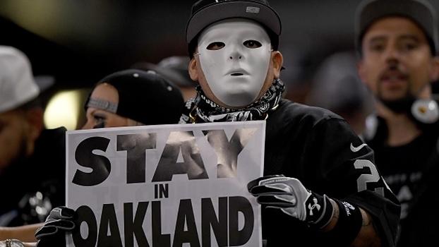 Fã dos Raiders pede que franquia continue em Oakland