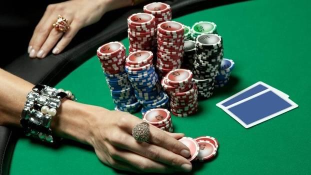 A quantidade de fichas de cada jogador é chamada de Stack