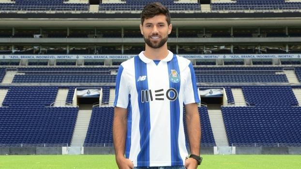 Felipe posou com a camisa do Porto 92874680fda8d