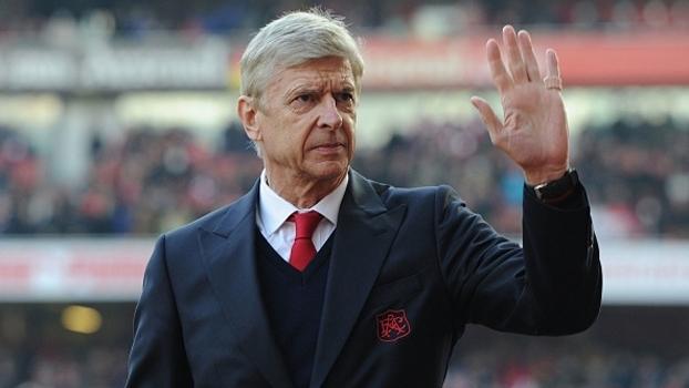Fica ou sai? Pressão sobre Arsène Wenger aumenta a cada temporada no Arsenal