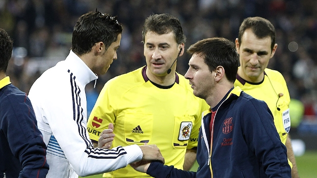 b5c5aac65a Ronaldo e Messi se cumprimentam antes de clássico Real x Barça