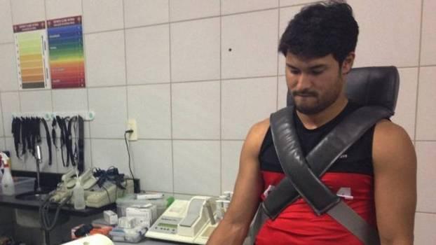 Pedro Ken durante avaliação física no Vitória