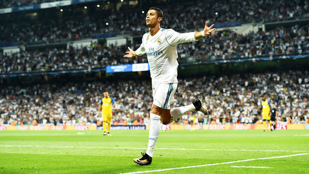 Cristiano Ronaldo comemorando gol do Real Madrid diante do APOEL na  Champions c7b9f1b106bf6