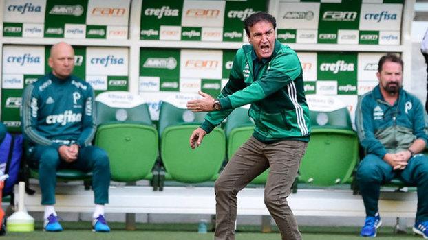 Atlético-PR vence Palmeiras e se aproxima do G6 — Brasileirão