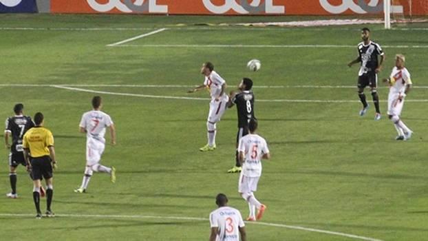 Ponte Preta e Joinville jogaram neste sábado no Estádio Moisés Lucarelli