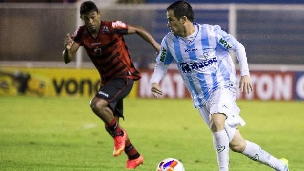 Pipico, atacante do Macaé que disputa a Série B do Campeonato Brasileiro