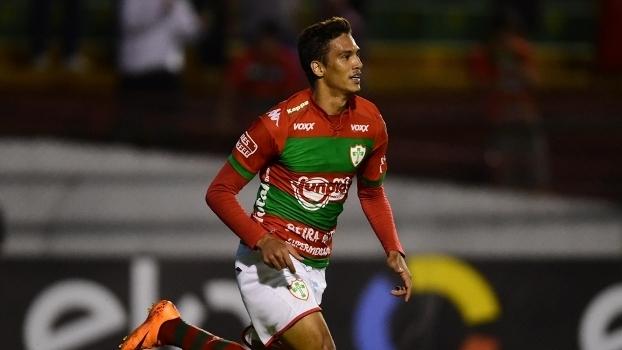 Bruno Nunes comemora gol da Portuguesa na vitória sobre o Parnahyba