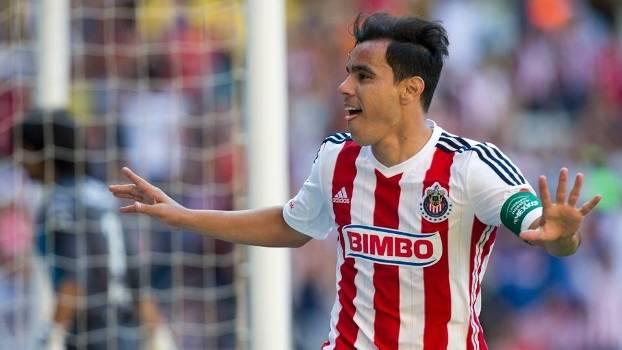 Omar Bravo marcou o quarto do Chivas na goleada por 4 a 1 sobre o Atlas