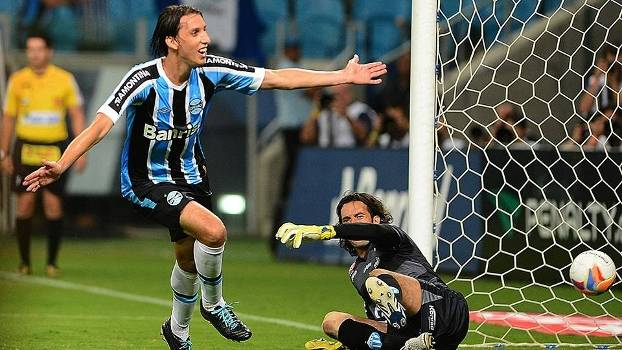 Geromel marcou o gol de empate do Grêmio no tempo normal