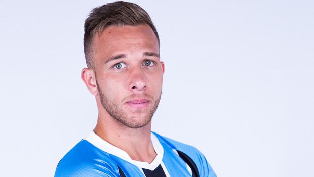 Arthur ganhou sua primeira chance na seleção