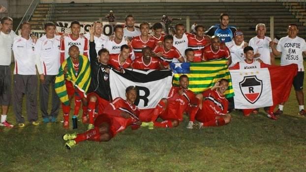Jogadores do River-PI celebram acesso à Série C nacional: tensão em Lajeado