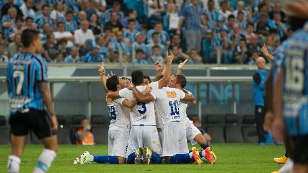 Jogadores do Cruzeiro comemoram gol na vitória sobre o Grêmio  2 a 1  espetacular e c64a90735bc59