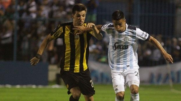 Atlético Tucumán elimina o Peñarol e adia a classificação do Palmeiras