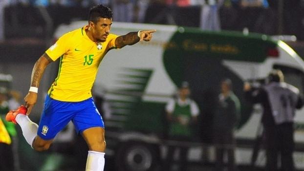 Paulinho comemora um de seus gols
