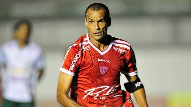 Rivaldo na despedida pelo Mogi Mirim