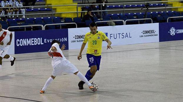 Brasil derrota o Peru e estreia com vitória na Liga Sul-Americana de ... b54bcf98a2c07