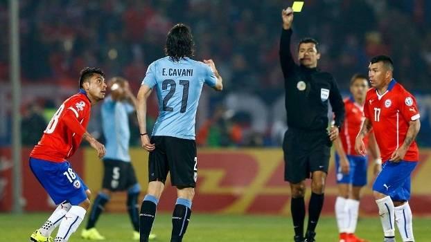 Cavani leva o segundo amarelo de Sandro Meira Ricci após confusão com Jara