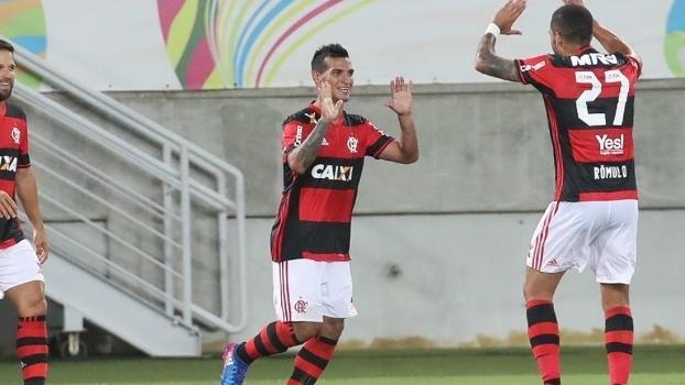 Trauco virou o 'garçom' do Brasil neste começo de ano