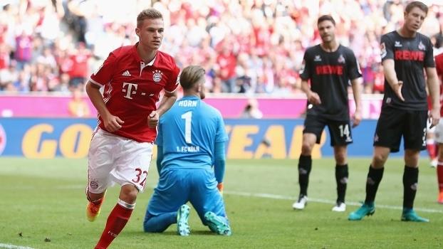 Kimmich sai para comemorar após marcar para o Bayern