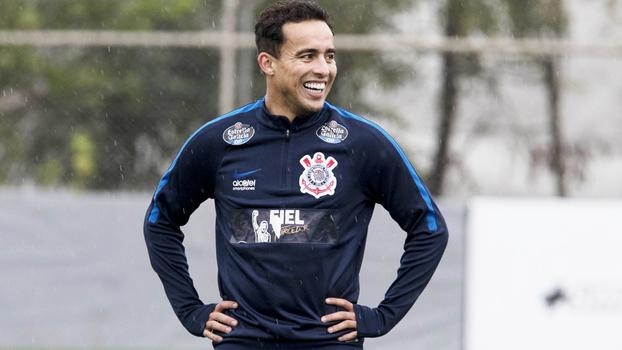 Jô sofre lesão na panturrilha e Kazim deverá ser titular contra Cruzeiro