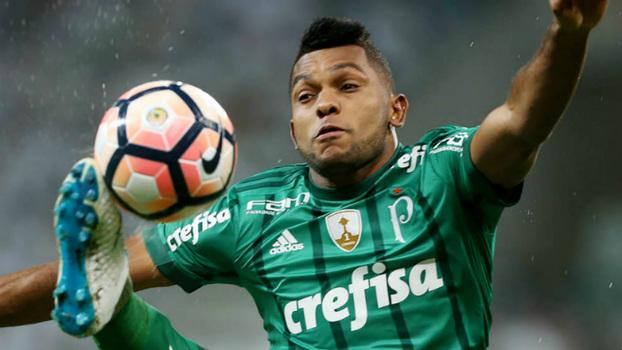 Palmeiras e Flamengo disputam o atacante colombiano Yimmi Chará