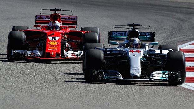 Hamilton levou um susto após a largada, mas superou Vettel e venceu nos EUA